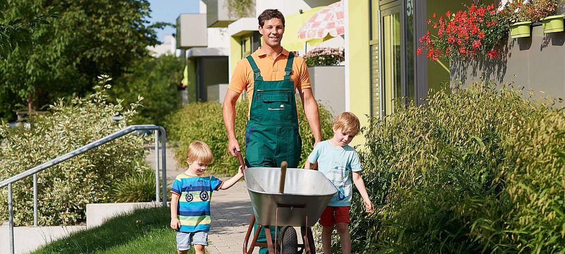 Hausmeister mit Kindern, Klotzscher Höfe in Dresden