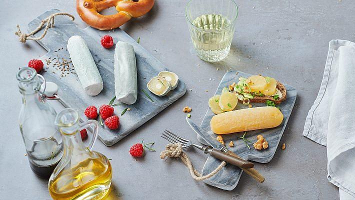Leckere Foodfotografie von Käse für Käse Lehmann aus Leipzig. Wir kreierten die Bilderwelt und kümmerten uns um das Setstyling. Das Foodstyling übernahm Thomas Lauterbach aus Hamburg.