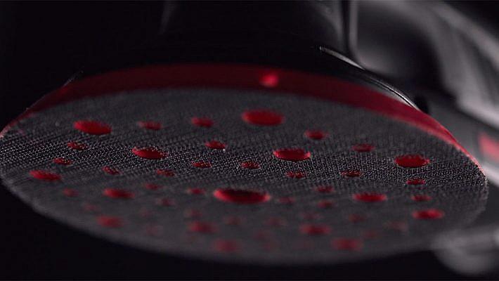 Teaser Video über den Schwingschleifer ETS 150 von Menzer. Dunklers Ambiente, selektives Licht. Ästhetische Kamerafahrten. Produktvideo, Imagefilm, Werbefilm, Menzer, Retol.
